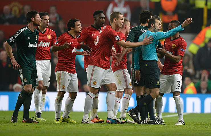 Manchester United players remonstrate with the referee