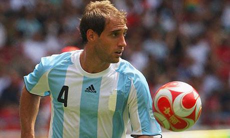 O lateral-direito argentino foi escolhido pelo próprio Neville.