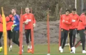 Valdes treinando com a equipe principal do Manchester United.