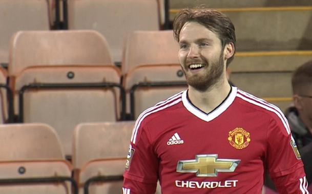 Sub 21: United goleia Leicester em noite inspirada de Nick Powell