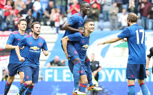 Com estreias e a volta de Luke Shaw, Manchester United vence o Wigan em amistoso da pré-temporada