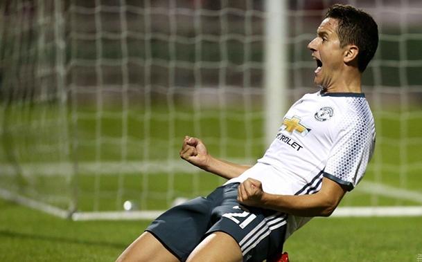 Sem empolgar, United vence e avança para a próxima fase da Copa da Liga Inglesa