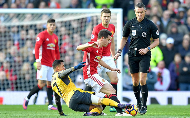 castigo-united-domina-o-arsenal-mas-so-fica-no-empate-em-old-trafford