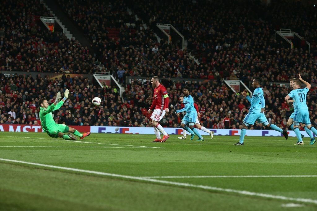 O toque de craque de Wayne Rooney (Foto: ManUtd)
