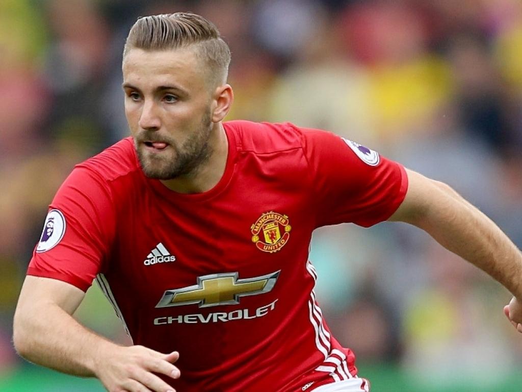 Mourinho pretende vender Shaw