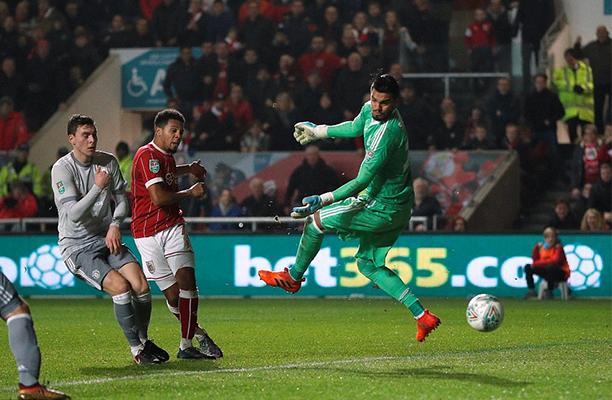 United sofre gol, faltando 4 segundos para o fim da partida, e fica no empate com o Leicester