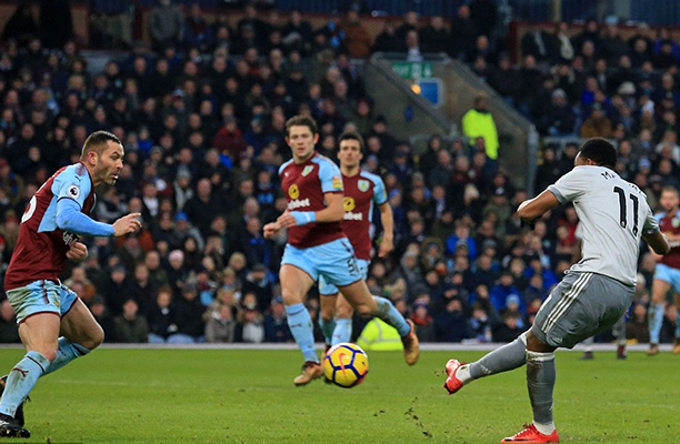 Burnley dificulta a partida, Martial marca e garante vitória do United