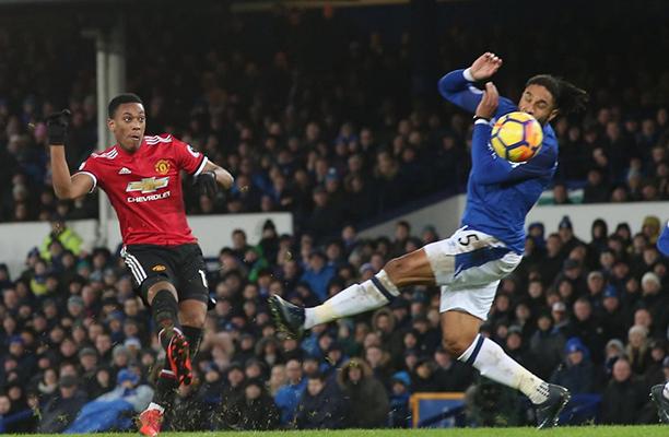 United vence o Everton com dois belos gols