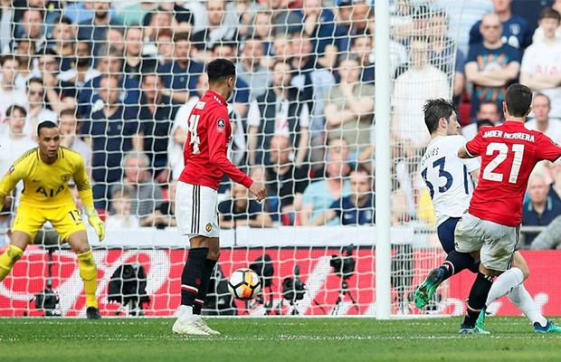 United vira sobre o Tottenham e avança até a final da FA Cup
