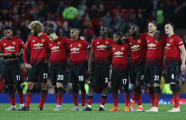 United desperdiça chances, sofre apagão no segundo tempo e é eliminado nos pênaltis