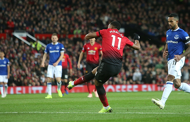 Martial brilha e United vence o Everton