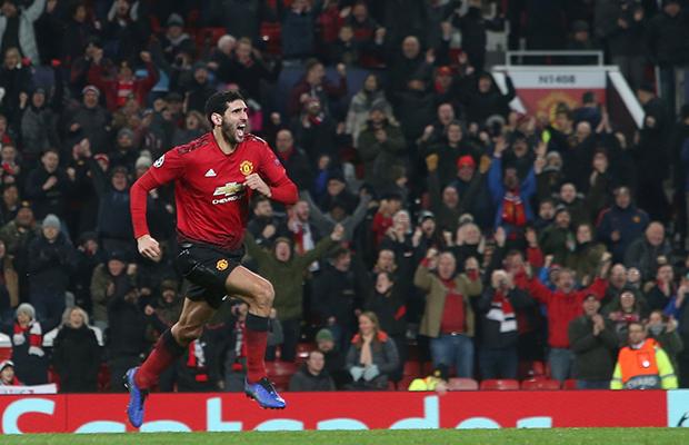 Em nova partida patética, United vence com gol no final e avança na Champions League