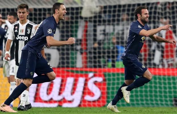 United vira o placar em três minutos e vence a Juventus pela Champions League
