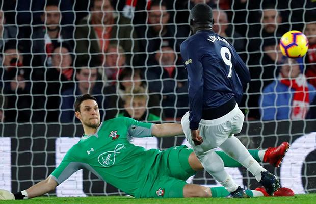 United sofre dois gols, consegue o empate e chega ao terceiro jogo sem vitória na Premier League